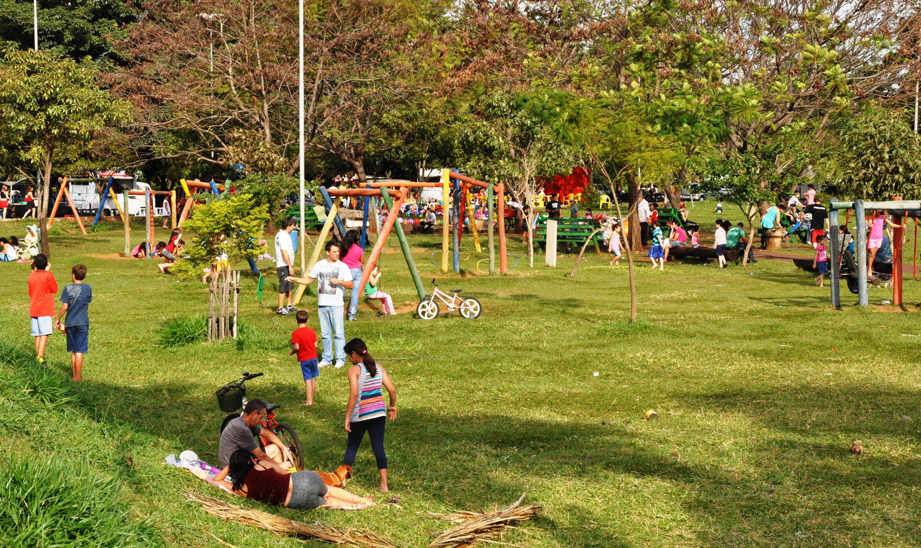 Resultado de imagem para crianças no parque